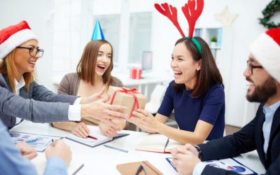 Choosing the right gift and Christmas card for your colleagues